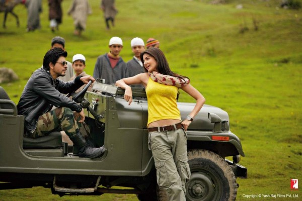 Jab-Tak-Hai-Jaan-2012-Bollywood-Hindi-movie-still-ft.-Shahrukh-Khan-Anushka-Sharma