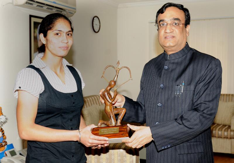 Jasjeet Kaur Handa Receiving the Arjuna Award