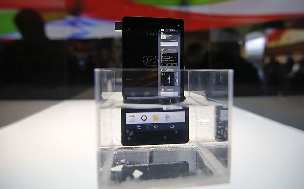 Sony Xperia Z: The 5″ Smartphone That Excuses Itself A Dip In Your Sip!