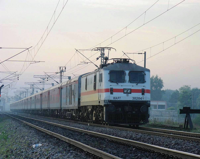 Delhi-Kolkata Rajdhani To Enjoy Wi-Fi Connectivity! Railway Minister Bansal Pilots This Facility Today.