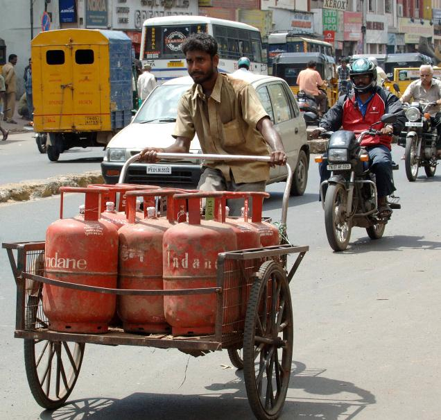 "Govt To Initiate ""Direct Benefit Transfer"" Scheme From October- LPG Subsidy Directly In Bank A/c"