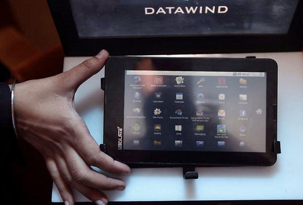 Datawind Aakash 2 Project Completed- 1 Lakh Tablets Shipped To IIT-Bombay.