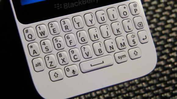 BlackBerry Q5 Hits Indian Shores, Price Tag Reads Rs.24,990/-