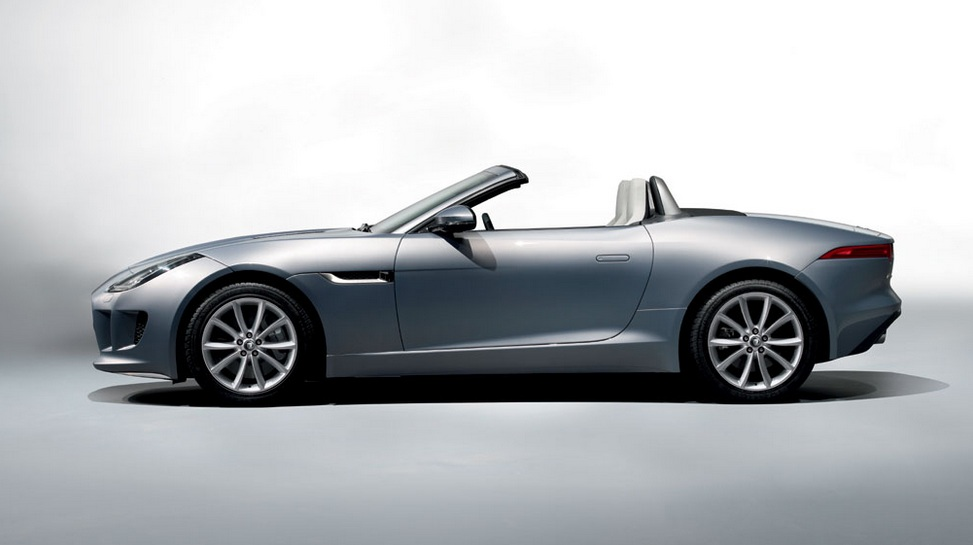 Jaguar Rolls Out The F-TYPE In India At Rs.1.37 Crore!