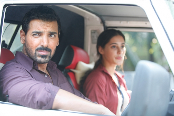 john-abraham-nargis-fakhri-movie still-from-madras-cafe