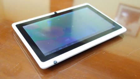 DOMO X14 Tablet Launched: Price in India Rs.4,990. Android v4.2, Mali 400 GPU.