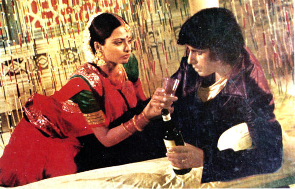 The Amitabh-Rekha Silsila May Continue In Anees Bazmee's 'Welcome Back'