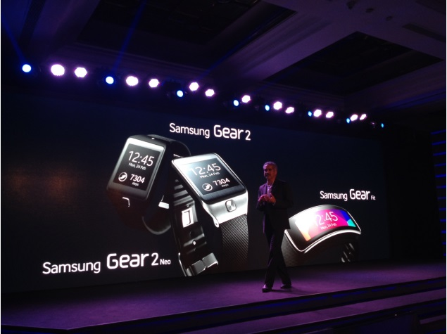 Samsung Gear Fit, Gear 2, Gear 2 Neo Available In Indian e-Store For Rs 15450. Features Listed.
