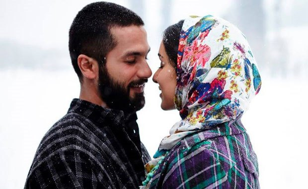 Watch : Shahid Kapoor And Shraddha Kapoor Get Intimate In Haider's New Song 'Khul Kabhi Toh'
