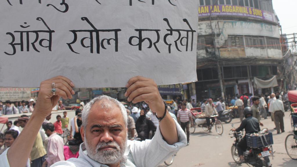 ankhon dekhi sanjay mishra