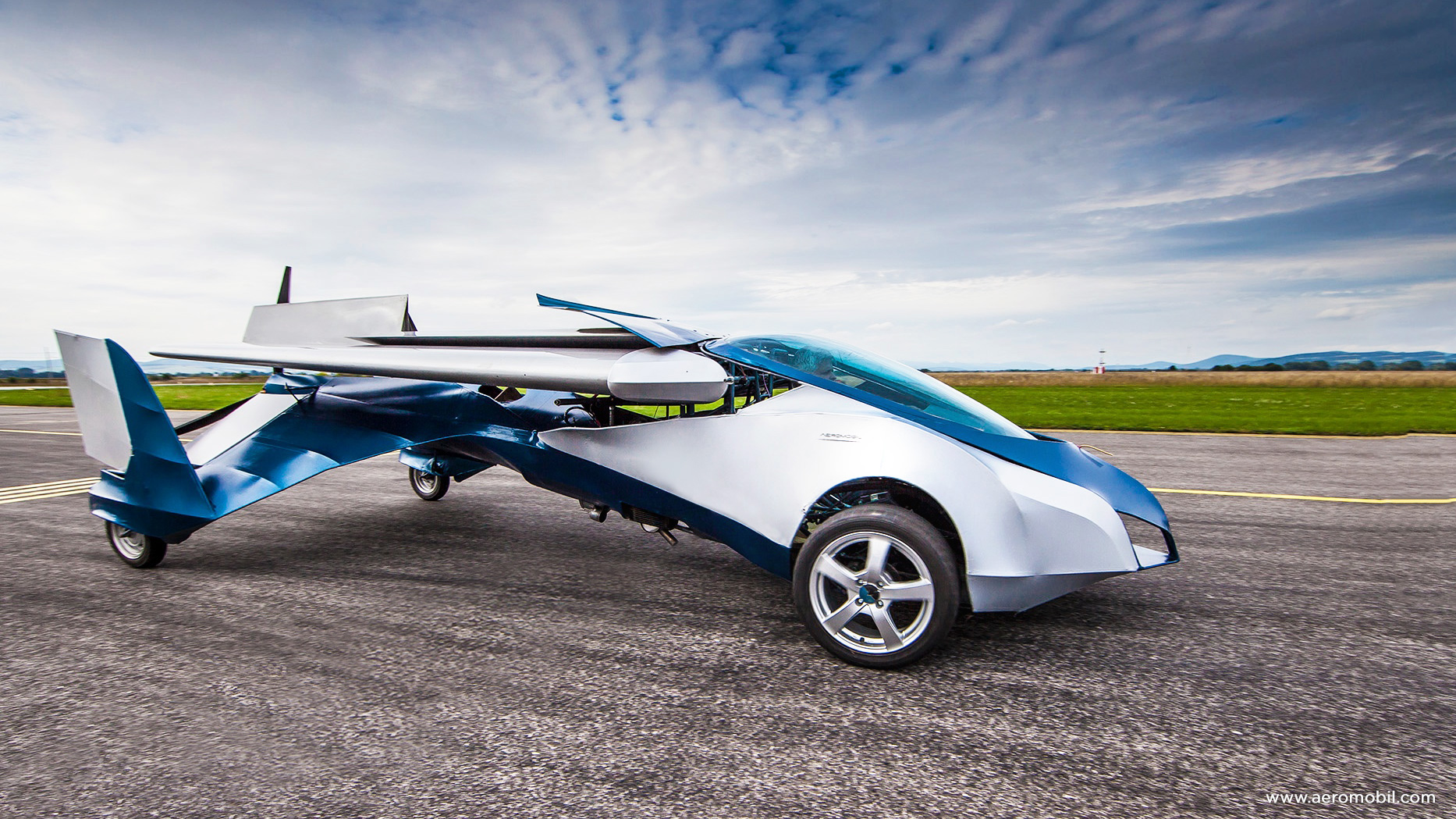 You May Buy This Amazeballs AeroMobil Flying Car In 2017, Maybe Wave 'Hi' To The Jetsons.