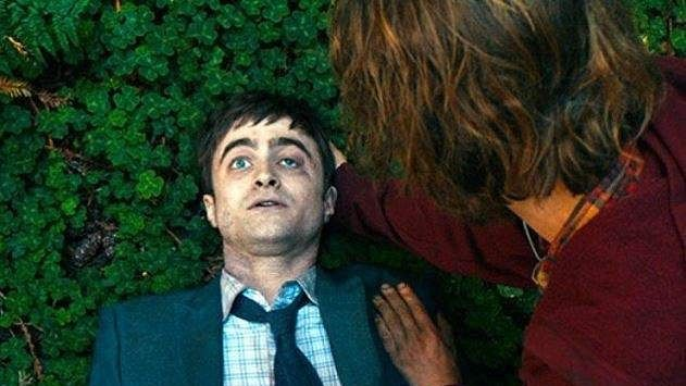 daniel-radcliffe-in-swiss-army-man-farting-corpse