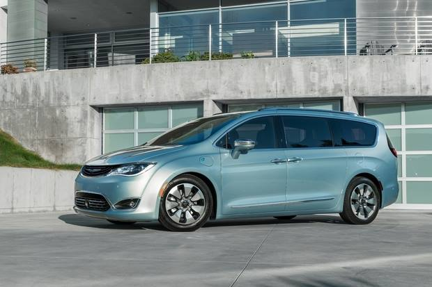 Google, Fiat Chrysler Collaborate For Futuristic Self-Driving Pacifica Hybrid Minivan