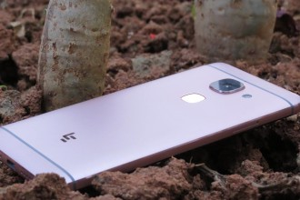 This image serves as the cover for the Le Max 2 phone review